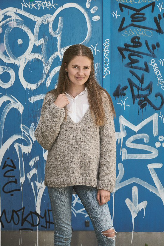 896224 Sweater med V-hals