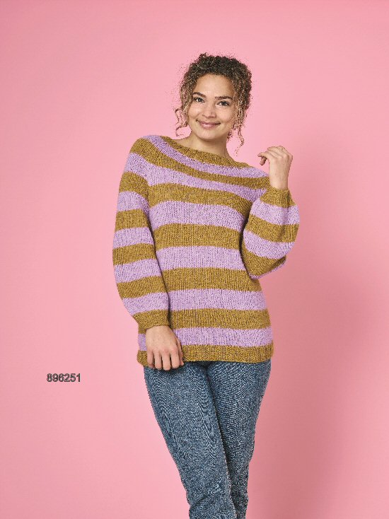 896251 Stribet sweater med raglan